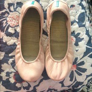 Tieks pink shoes.